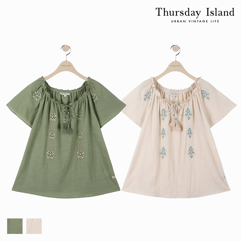 [Thursday Island]여성 자수 디테일 오프숄더 블라우스T174MBL249W